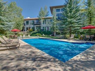 Riverfront Lodge w/ shared pool & hot tub - near Beaver Creek & Vail Ski Resorts