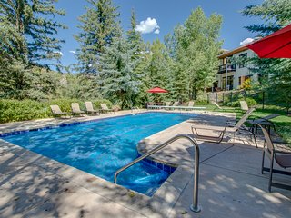 Riverfront Lodge w/ shared pool & hot tub - near Beaver Creek & Vail Ski Resorts