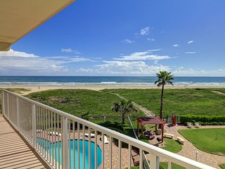 Gulf front condo w/balcony & resort beach, pool & hot tub!