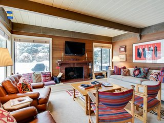 Cozy condo w/ shared pool, hot tub & more - close to skiing!