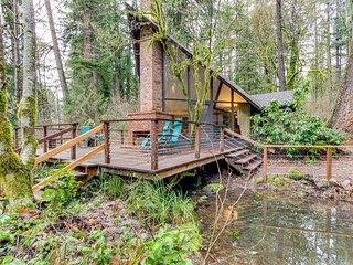 Unique, dog-friendly woodland cabin w/ a detached studio, on the McKenzie River!