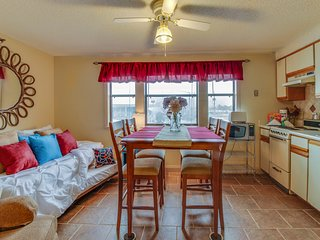 Cozy studio w/ shared resort pool & boat dock on the Grand Lagoon!