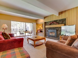 Cozy condo w/ private hot tub & SHARC passes - great location!