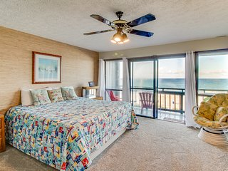Oceanfront townhome, w/sweeping Gulf views & prime location - Snowbirds welcome!