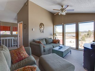 Cute two-story condo with deck, exceptional views, and close to hot springs!