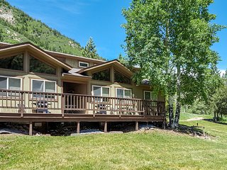 Waterfront cabins next to nature preserve - private hot tub & river views!