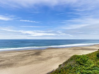Impressive oceanfront home, boasts great views and is dog-friendly!