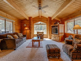 Cozy cabin w/resort attractions like shared pool & fenced yard