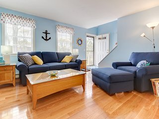 Charming cottage with deck and playroom one mile from beach