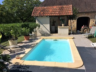 Charming country cottage with private heated pool close to Sarlat & Lascaux