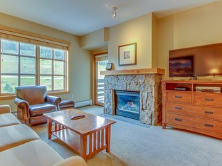 Warm and welcoming condo - Access to shared pool and hot tubs!