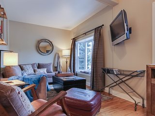 Cozy house in downtown, nearby skiing and beach access!