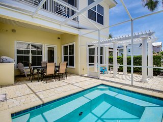 Dog-friendly home w/ ocean view & shared hot tub - close to the beach