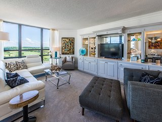 Contemporary condo w/ shared pool & hot tub - partial ocean views, on-site golf!
