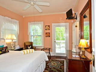 Charming, historic suite w/ semi-private balcony & shared pool - great location!