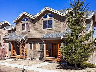 Comfortable family home with a private hot tub and a community pool & gym!