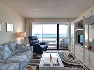 Charming dog-friendly Gulf-front condo w/pool, beach access - snowbirds welcome!