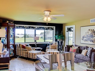 Stylish condo w/ water views, shared pool, tennis, & dock - snowbirds welcome!