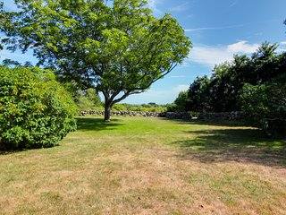 Beautiful, historic farmhouse on Chilmark Pond