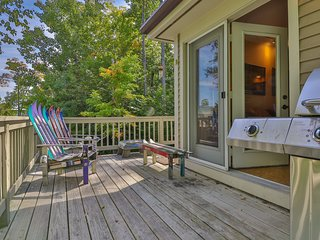 Slopeside townhome w/ deck, mountain view & shared pool/hot tub - ski to lifts!
