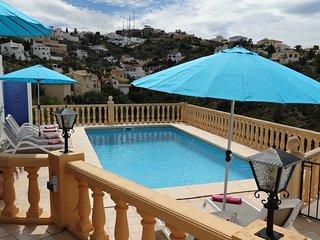 Luxury villa, Monte pedreguer, Private pool, air con, wifi, sleeps 6, sea views.