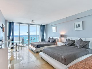 Oceanfront views w/balcony & resort amenities-pools, gym, bars, beach access!