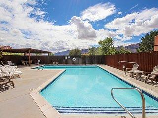 Dog-friendly condo w/ shared seasonal pool - walk to Steel Bender Trail