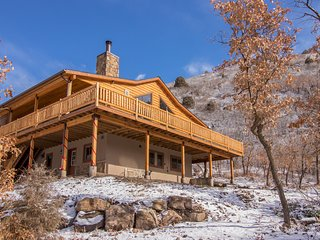 Secluded home w/ amazing mountain & lake views, deck, fireplace