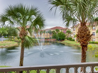Waterfront condo w/ shared pool & entertainment - close to beach & golf!
