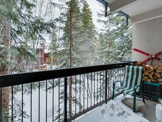 Mountain retreat w/ private patio, shared pool & hot tub - near town & skiing!