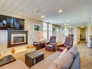Condo offers beautiful views, a shared hot tub, and ski-in/ski-out location!