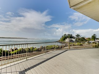 Dog-friendly, bay view home w/ nautical decor & entertainment - close to beach!