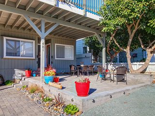 Charming, family-friendly home w/ plenty of space - close to the beach!