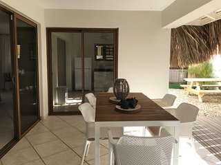 Spacious apartment with jacuzzi. Diving, Dining & Shops on walking distance.