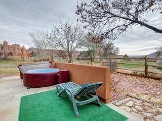 Dog-friendly condo w/hot tub, shared seasonal pool, near golf course!
