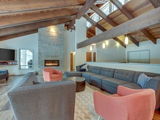 Mid-century modern retreat w/ private hot tub, shared pool, & resort amenities