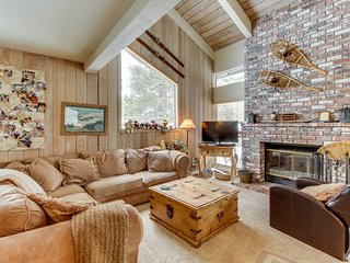Spacious mountain home with loft and shared pool, hot tub, and sauna.