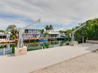 Waterfront getaway with private dock - great for fishermen and boaters!