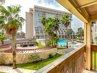 Bright, beachside condo with shared hot tubs, pools, tennis! Small dog OK!
