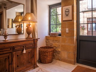 MAISON DE CATHERINE : Charming house in medieval village close by Sarlat.