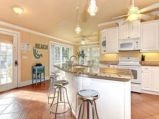 Bright and spacious family home - two blocks from the beach with shared pool