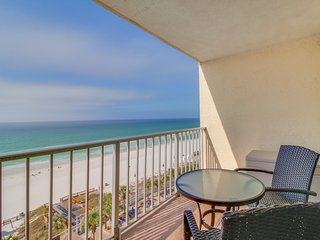 Waterfront condo w/ amazing ocean views, beach access, shared pools & hot tub!
