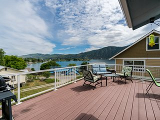 Lake Chelan home w/ a private pool and hot tub, lake views, and a game room