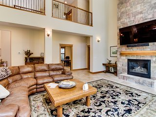 Luxurious home with lots of entertainment & more - dogs okay!