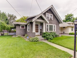 Cozy cottage-style home w/ a quiet neighborhood location for family getaways!