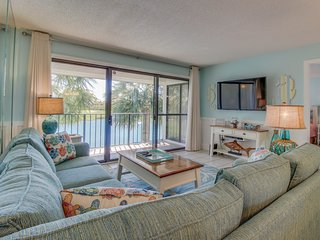 Stunning pond-front getaway with access to golf, tennis, pools, & hot tub!