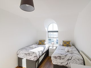 Relaxing Two Bedroom Apartment with WiFi and Parking