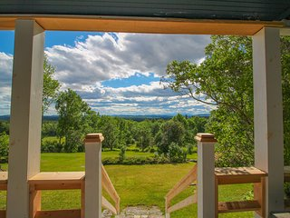 Historic home with porch & mountain/valley views, dogs OK, great for weddings!