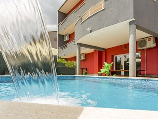 Wawe Lux Holiday House with pool