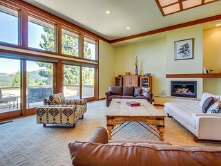 Spacious home w/ mountain views, deck, game room, & on-site golf